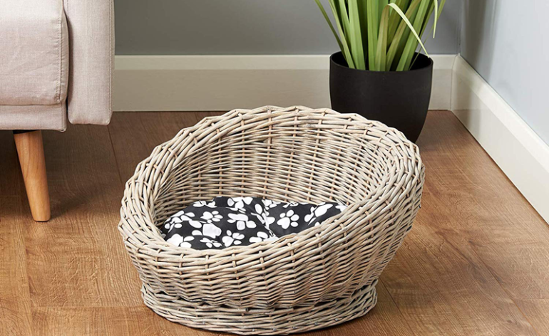 Me-&-My-pets-circular-woven-basket-dog bed